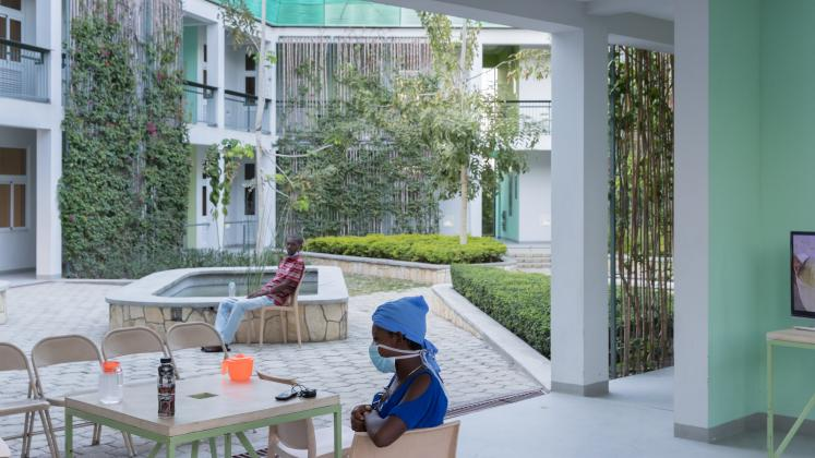 Photo of GHESKIO Tuberculosis Hospital, Photo by Iwan Baan, Patients socialize by the inner courtyard