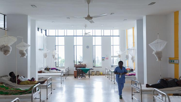 Rwinkwavu Neonatal Intensive Care Unit, Photo of Iwan Baan, Nurse checking on patients in main recovery room