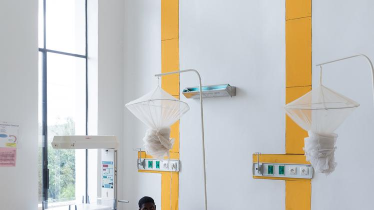 Rwinkwavu Neonatal Intensive Care Unit, Photo by Iwan Baan, Patient in open layout recovery room